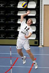 23-01-2013 VOLLEYBAL: BEKER ABIANT LYCURGUS 2 - TILBURG STV : GRONINGEN<br /> Jens Christiaens, Tilburg STV serveert<br /> ©2012-FotoHoogendoorn.nl / Pim Waslander