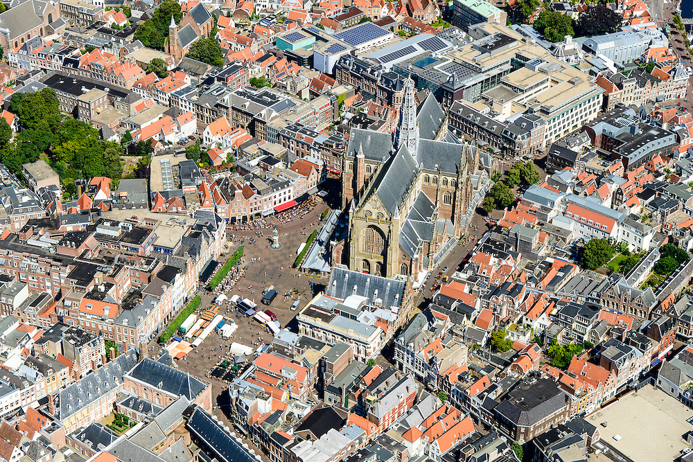Nederland, Noord-Holland, Haarlem, 01-08-2016; centrum Haarlem, Grote Markt en De Grote of Sint Bavokerk. <br /> City centre Haarlem.<br /> luchtfoto (toeslag op standard tarieven);<br /> aerial photo (additional fee required);<br /> copyright foto/photo Siebe Swart