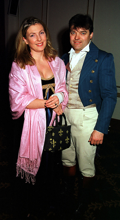 LORD & LADY PORCHESTER at a ball in London on 4th February 2000.OAU 44
