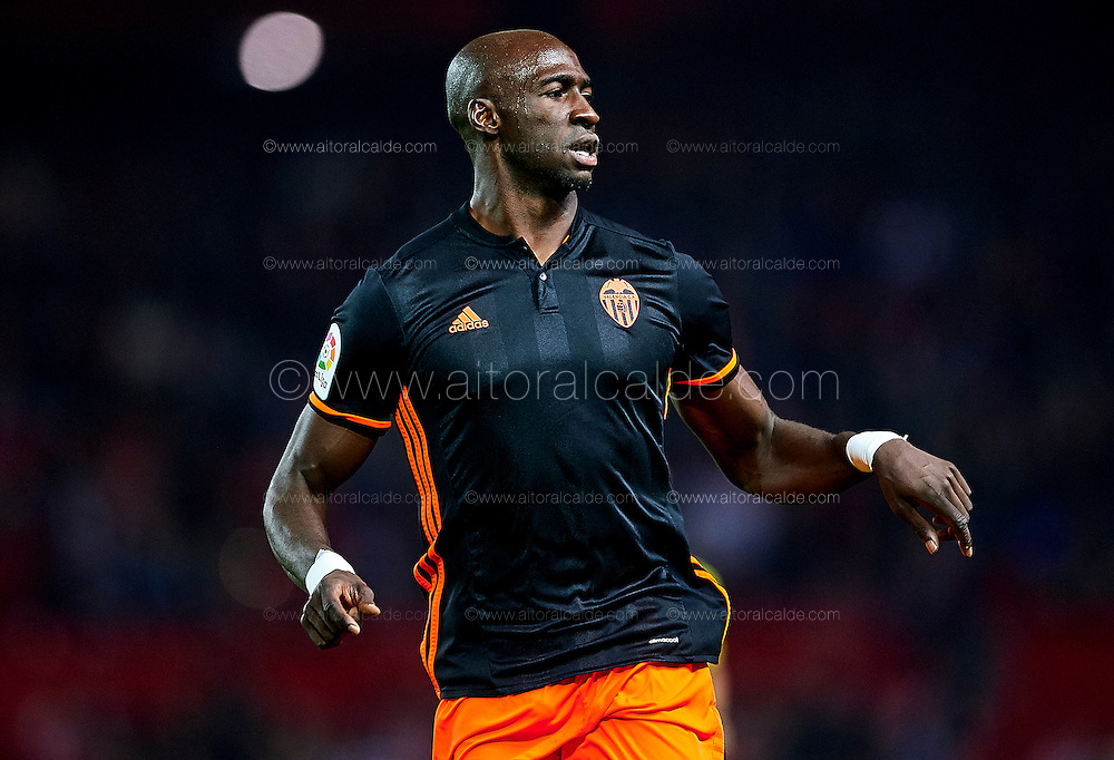 SEVILLE, SPAIN - NOVEMBER 26:  Eliaquim Mangala of Valencia CF looks on during the La Liga match between Sevilla FC and Valencia CF at Estadio Ramon Sanchez Pizjuan on November 26, 2016 in Seville, Spain.  (Photo by Aitor Alcalde Colomer/Getty Images)