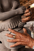 Ponto dos Volantes_MG, Brasil...Mestre artesa , ceramista, ela fabrica as famosas bonecas de jequitinhonha em Ponto dos Volantes, Minas Gerais...A craftwoman, ceramist, She produces famous dolls from Jequitinhonha in Ponte dos Volantes, Minas Gerais...Foto: LEO DRUMOND / NITRO