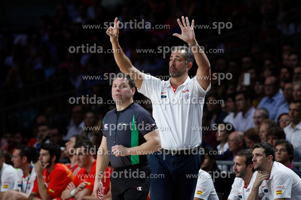 10.09.2014, Palacio de los deportes, Madrid, ESP, FIBA WM, Frankreich vs Spanien, Viertelfinale, im Bild Spain´s coach Juan Orenga // during FIBA Basketball World Cup Spain 2014 Quarter-Final match between France and Spain at the Palacio de los deportes in Madrid, Spain on 2014/09/10. EXPA Pictures © 2014, PhotoCredit: EXPA/ Alterphotos/ Victor Blanco<br /> <br /> *****ATTENTION - OUT of ESP, SUI*****
