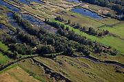Nederland, Overijssel, Gemeente Steenwijkerland, 08-09-2009. Nationaal Park De Weerribben. Het landschap is het resultaat van het winnen van turf, na het steken van de turf (waardoor de 'trekgaten' ontstonden) werd dit te drogen gelegd op legakkers (de 'ribben'). Tegenwoordig vindt er rietteelt plaats (dekriet). Het laagveen gebied verdroogd en verruigt waardoor veenheiden of moerasbossen ontstaan. .The National Park Weerribben. The landscape is the result of the extraction of peat, after digging the peat (creating  the 'pull holes'), it was to layed to dry on fields (the 'ribs'). As the paet bog fields become more dry, peat swamp forests occur..toeslag); aerial photo (additional fee required); .foto Siebe Swart / photo Siebe Swart