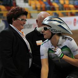 Winanda Spoor en jurylid Margriet Roeloefs voor de start van de achtervolging kwalificatie