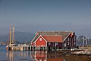 Båt og bryggeanlegg på Flåvær
