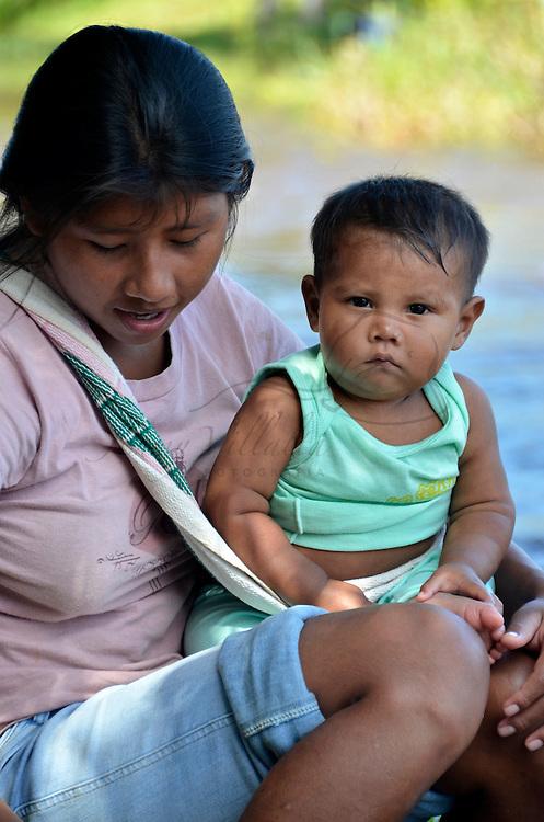Bebe pemon de la comunidad de Kamarata. Edo. Bolivar. Venezuela. Pemon Baby of Kamarata community. Edo. Bolivar. Febrero 25, 2013. Jimmy Villalta.