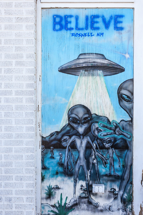 Graffiti wall art depicting aliens on a building in Roswell, New Mexico