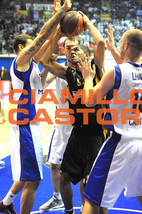 DESCRIZIONE : Desio Eurolega 2011-12 Bennet Cantu Sluc Nancy<br /> GIOCATORE : Nicolas Batum<br /> CATEGORIA : tiro penetrazione<br /> SQUADRA : Sluc Nancy<br /> EVENTO : Eurolega 2011-2012<br /> GARA : Bennet Cantu Sluc Nancy<br /> DATA : 19/10/2011<br /> SPORT : Pallacanestro <br /> AUTORE : Agenzia Ciamillo-Castoria/GiulioCiamillo<br /> Galleria : Eurolega 2011-2012<br /> Fotonotizia : Desio Eurolega 2011-12 Bennet Cantu Sluc Nancy<br /> Predefinita :