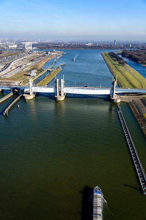 Nederland, Zuid-Holland, Rotterdam, 18-02-2015; Botlek, Hartelkanaal met Hartelkering (stormvloedkering). De kering, onderdeel van de Deltawerken, vormt samen met de Maeslantkering de Europoortkering en beschermt Rotterdam en achterland bij extreme waterstanden.<br /> <br /> Storm surge barrier Hartelkering in the Hartel canal. Together with the greater nearby Maeslant barrier (in the New Waterway), the barrier proyect nearby Rotterdam and its hinterland.<br /> luchtfoto (toeslag op standard tarieven);<br /> aerial photo (additional fee required);<br /> copyright foto/photo Siebe Swart