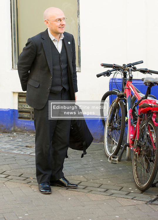 Pictured: <br /> Greens co-cordinator Partrick Harvie headed to Rose Street in Edinburgh today to serve customers at Social Bite cafe, a social enterprise supporting the homeless<br /> <br /> Ger Harley   EEm 20 April 2016