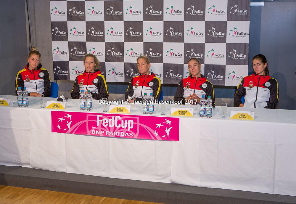 GER-UKR, Deutschland - Ukraine, <br /> Porsche Arena, Stuttgart, internationales ITF  Damen Tennis Turnier, Mannschafts Wettbewerb,<br /> Pressekonferenz mit der deutschen Mannschaft,<br /> L-R. CARINA WITTHOEFT,LAURA SIEGEMUND , Team Chefin Barbara Rittner, ANGELIQUE KERBER und JULIA GOERGES,Team Germany.
