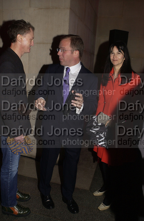 Michael Landy, Karsten Schubert AND GILLIAN WEARING. Turner Prize 2005. Tate Britain.   5 December  2005. ONE TIME USE ONLY - DO NOT ARCHIVE  © Copyright Photograph by Dafydd Jones 66 Stockwell Park Rd. London SW9 0DA Tel 020 7733 0108 www.dafjones.com