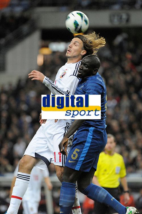 FOOTBALL - FRIENDLY GAME 2012 - FRANCE v JAPAN - STADE DE FRANCE ( SAINT DENIS ) FRANCE - 12/10/2012 - PHOTO JEAN MARIE HERVIO / REGAMEDIA / DPPI -MIKE HAVENAAR (JAP) / MAMADOU SAKHO (FRA)