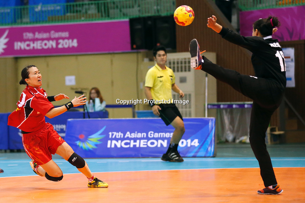Mayuko Ishitate (JPN), <br /> SEPTEMBER 24, 2014 - Handball : <br /> Women's Preliminary Round <br /> between Japan 51-18 Uzbekistan <br /> at Seonhak Gymnasium <br /> during the 2014 Incheon Asian Games in Incheon, South Korea. <br /> (Photo by AFLO SPORT)
