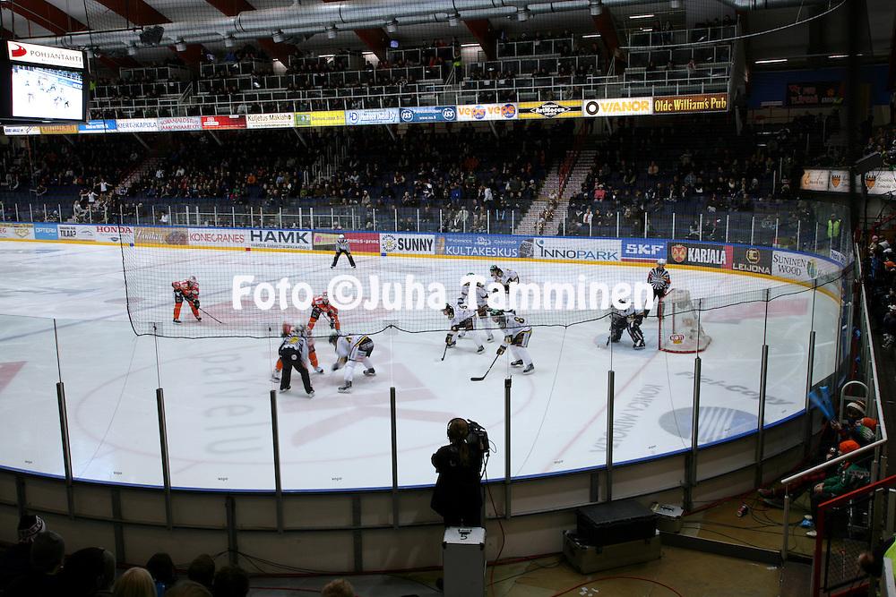 21.11.2009, Patria Areena, H?meenlinna..J??kiekon SM-liiga 2009-10.HPK - Ilves.H?meenlinnan j??halli.©Juha Tamminen.
