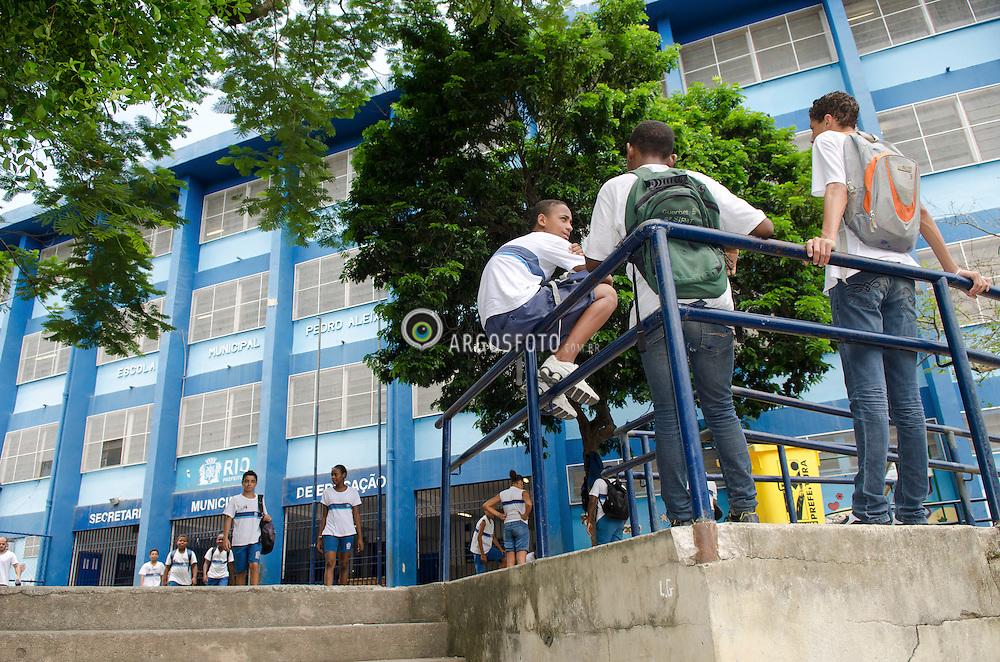 Jovens em escola Municipal no Rio de Janeiro./ Youth at Municipal School in Rio de Janeiro. RJ, Brasil - 2013