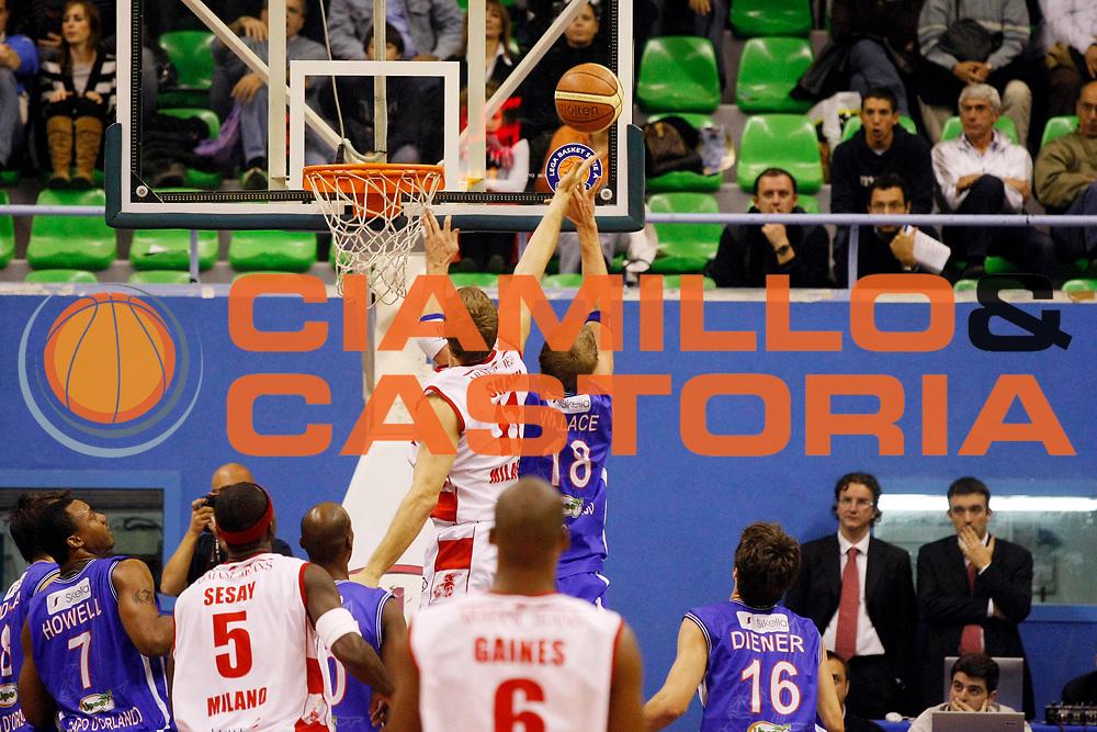 DESCRIZIONE : Milano Lega A1 2007-08 Armani Jeans Milano Pierrel Capo d'Orlando<br /> GIOCATORE : Charles Wallace Casey Shaw<br /> SQUADRA : Pierrel Capo d'Orlando Armani Jeans Milano<br /> EVENTO : Campionato Lega A1 2007-2008<br /> GARA : Armani Jeans Milano Pierrel Capo d'Orlando<br /> DATA : 18/10/2007<br /> CATEGORIA : Rimbalzo<br /> SPORT : Pallacanestro<br /> AUTORE : Agenzia Ciamillo-Castoria/G.Cottini