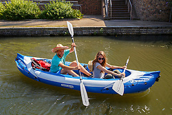 © Licensed to London News Pictures. 17/08/2016. London, UK. A couple row a boat to enjoy hot weather in the canals of King's Cross, London on Wednesday, 17 August 2016. Photo credit: Tolga Akmen/LNP