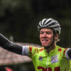 02-10-2016: Wielrennen: Olympia Tour: Margraten <br />NOORDBEEK (NED) wielrennen  <br />Cees Bol heeft de eerste belofteneditie van Olympia's Tour gewonnen. De renner van het Rabo Development Team wist zondag in de slotetappe de leiderstrui met succes te verdedigen. Pavel Sivakov (BMC) ging als tweede mee op het eindpodium, Hartthijs de Vries (Rabo) werd derde. Rabobank nam in stijl afscheid met de eindzege, de eindwinst in het ploegenklassement en de winst in de slotrit voor Martijn Budding.