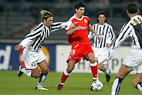 FOOTBALL - CHAMPIONS LEAGUE 2003/04 - 1/8 FINAL - 2ND LEG - 040309 - JUVENTUS TORINO v DEPORTIVO LA CORUNA - ALBERTO LUQUE (DEP) / NICOLA LEGROTTAGLIE (JUV) - PHOTO JEAN MARIE HERVIO /  DIGITALSPORT