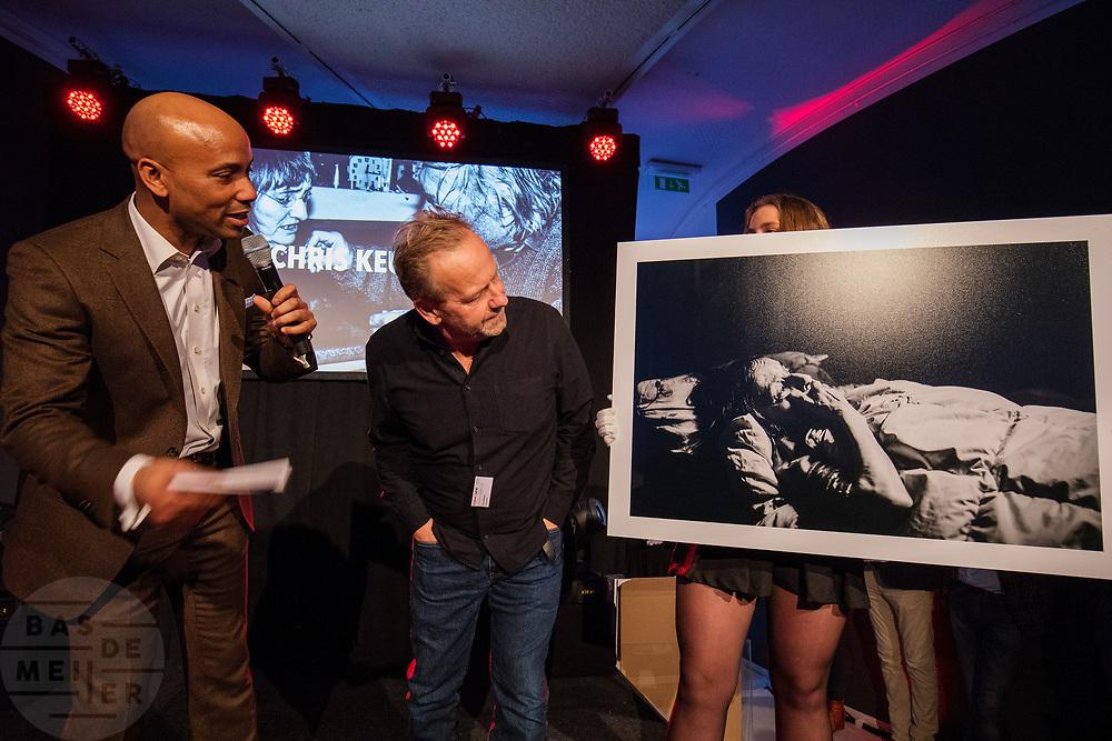 Chris Keulen wint in de categorie Documentair Nationaal Serie en de Zilveren Camera. In Hilversum wordt de Canon Zilveren Camera uitgereikt, de Nederlandse prijs voor fotojournalistiek.