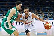 DESCRIZIONE : Kaunas Lithuania Lituania Eurobasket Men 2011 Quarter Final Round Spagna Slovenia Spain Slovenia<br /> GIOCATORE : Juan Carlos Navarro<br /> CATEGORIA : palleggio<br /> SQUADRA : Spagna Slovenia Spain Slovenia<br /> EVENTO : Eurobasket Men 2011<br /> GARA : Spagna Slovenia Spain Slovenia<br /> DATA : 14/09/2011<br /> SPORT : Pallacanestro <br /> AUTORE : Agenzia Ciamillo-Castoria/M.Metlas<br /> Galleria : Eurobasket Men 2011<br /> Fotonotizia : Kaunas Lithuania Lituania Eurobasket Men 2011 Quarter Final Round Spagna Slovenia Spain Slovenia<br /> Predefinita :