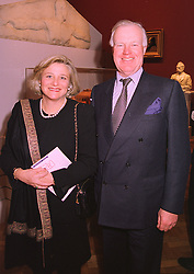 MRS VIVIEN DUFFIELD and SIR JOCELYN STEVENS at an exhibition in London on 20th January 1998.MER 45