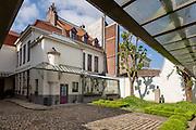 Cour extérieure de la maison natale de Charles de Gaulle // courtyard of native house of Charles de Gaulle