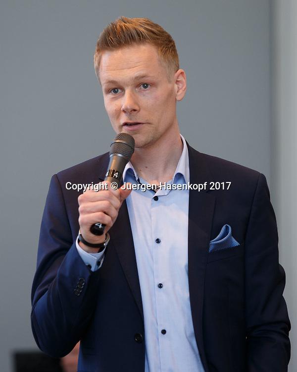Fed Cup GER-UKR, Deutschland - Ukraine, Auslosung im Rathaus Stuttgart, <br /> DTB Pressesprecher Felix Grewe moderiert die Pressekonferenz Pressekonferenz