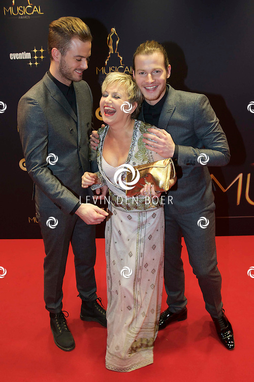UTRECHT - In het Beatrix Theater  zijn de AvroTros Musical Awards 2015 uitgereikt. Met hier op de foto  Jim Bakkum, Vera Mann en Guido Spek. FOTO LEVIN DEN BOER - PERSFOTO.NU