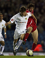 Photo: Paul Thomas/Sportsbeat Images.<br /> Leeds United v Swindon Town. Coca Cola League 1. 17/11/2007.<br /> <br /> Jonny Howson (L) of Leeds battles with Craig Easton.