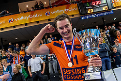 19-02-2017 NED: Bekerfinale Draisma Dynamo - Seesing Personeel Orion, Zwolle<br /> In een uitverkochte Landstede Topsporthal wint Orion met 3-1 de bekerfinale van Dynamo / Tom Buijs #11 of Orion