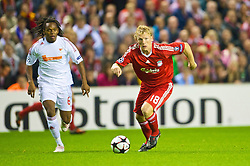 LIVERPOOL, ENGLAND - Wednesday, September 16, 2009: Liverpool's Dirk Kuyt in action against Debreceni's during the UEFA Champions League Group E match at Anfield. (Photo by David Rawcliffe/Propaganda)