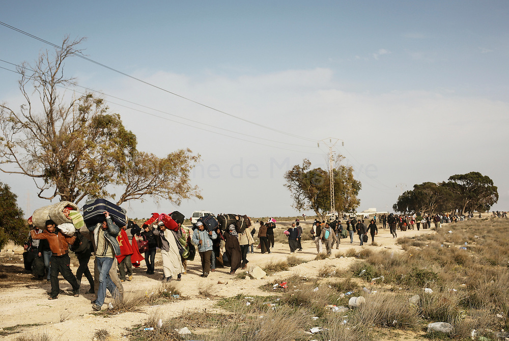 After leaving Libya, thousand of Bengladesh migrant workers walk to a transit camp in Choucha, 7 km from Tunisia's Ras Jdir border station.  28 February 2011.