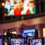 NLD/Hilversum/20171215 - Dick Advocaat te gast bij Voetbal Inside, opname camera met beeldschermen
