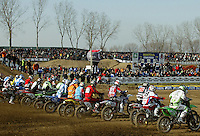 Mantova , 110207 , Starcross Seasonopener  Erstes Kraeftemessen der internationalen Motocrosselite beim Starcross in Mantova.  Start zum Rennen