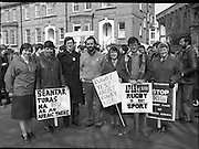Anti Apartheid Protest.    (N69)..1981..08.04.1981..04.08.1981..8th April 1981..In protest against a forthcoming Irish rugby tour to South Africa, members of the anti-apartheid movement held a protest at Irish Rugby headquarters. The group made up of both religious and laity were trying to encourage the rugby authorities to cancel the tour which they saw as giving credibility to a corrupt system of government...Picture shows ,Sr  Marian Dooley FCJ ,Limerick, Maria Flynn,Little Sisters of Assumption,Tipperary, Fr Michael O'Sullivan SJ,Limerick, Fr Steve Cummins OSM,Cork,. Sr Bernie O'Donovan, Little Sisters of the Assumption, Kerry, Pat Donovan OMI ,Tralee and Sr Joseph Meaney, Sisters of Mercy, Clare protesting at Irish Rugby headquarters.