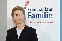 """16 OCT 2006, BERLIN/GERMANY:<br /> Ursula v.d. Leyen, Bundesfamilienministerin, waehrend einer Pressekonferenz nach dem Spitzengespraech """"Familie und Wirtschaft"""" der Bundeskanzlerin mit der Impulsgruppe der """"Allianz für die Familie"""", Bundeskanzleramt<br /> IMAGE: 20061016-01-025<br /> KEYWORDS: Spitzengespräch"""