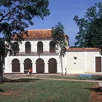 Plaza y casa colonial, El Pao, Estado Cojedes, Venezuela.