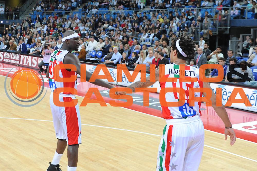 DESCRIZIONE : Pesaro Lega A 2011-12 Scavolini Siviglia Pesaro Bennet Cantu Quarti di Finale Play off gara 3<br /> GIOCATORE : Jumaine Jones<br /> CATEGORIA : esultanza<br /> SQUADRA : Scavolini Siviglia Pesaro<br /> EVENTO : Campionato Lega A 2011-2012 Quarti di Finale Play off gara 3 <br /> GARA : Scavolini Siviglia Pesaro Bennet Cantu<br /> DATA : 22/05/2012<br /> SPORT : Pallacanestro <br /> AUTORE : Agenzia Ciamillo-Castoria/C.De Massis<br /> Galleria : Lega Basket A 2011-2012  <br /> Fotonotizia : Pesaro Lega A 2011-12 Scavolini Siviglia Pesaro Bennet Cantu Quarti di Finale Play off gara 3<br /> Predefinita :