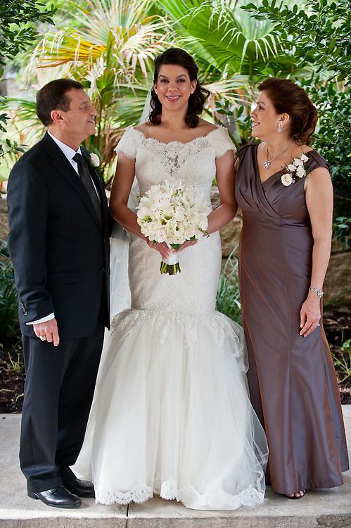 10/9/11 4:07:26 PM -- Zarines Negron and Abelardo Mendez III wedding Sunday, October 9, 2011. Photo©Mark Sobhani Photography
