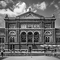 The John Madejski Garden in the Victoria & Albert Museum - London, Englan, 2016