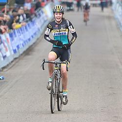 09-01-2016: Wielrennen: NK Veldrijden: Hellendoorn<br />HELLENDOORN (NED) veldrijden<br />Op de flanken van de Sallandse Heuvelrug streden de veldrijders om de Nederlandse titel. <br />Fleur Nagengast prolongeerd de titel bij de juniort vrouwen