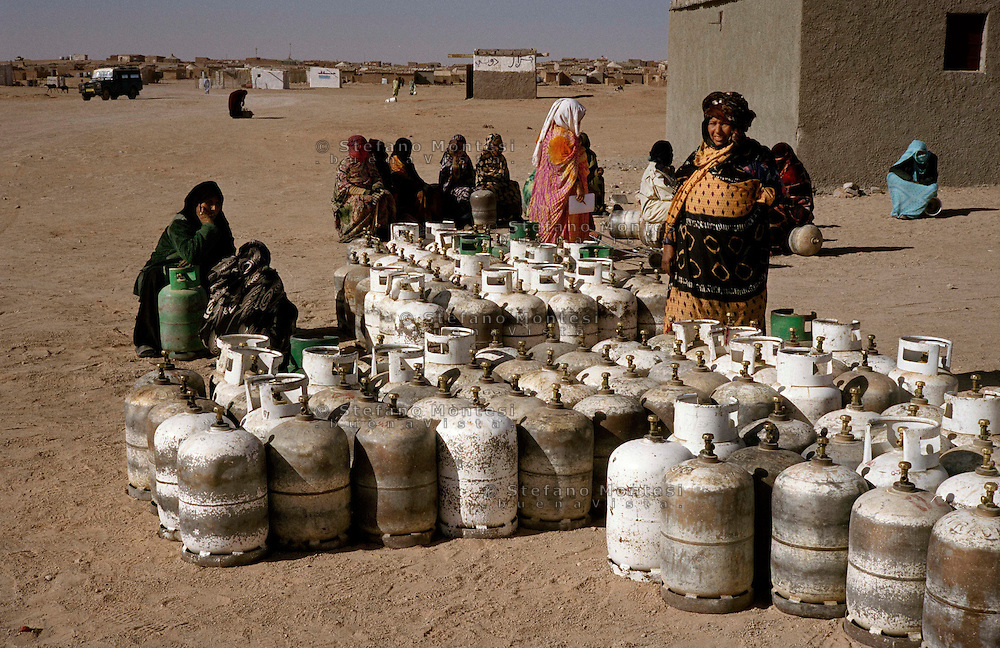 The Saharawi refugee camp  .El Ayoun.Supply of gas tank .January 2008