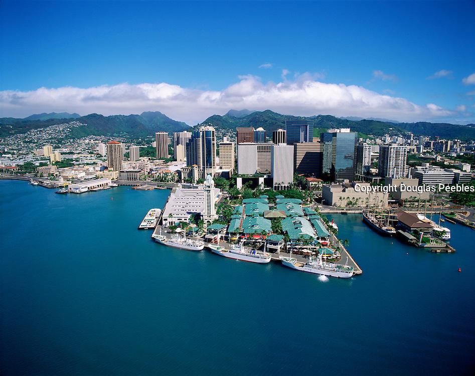 Aloha Tower, Honolulu Harbor, Honolulu, Oahu, Hawaii, USA<br />