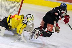 20.03.2018, Tiroler Wasserkraft Arena, Innsbruck, AUT, EBEL, HC TWK Innsbruck  die Haie vs Vienna Capitals, Playoff Viertelfinale, 6. Spiel, im Bild v.l.: Jean Philippe Lamoureux (Vienna Capitals), Hunter Bishop (HC TWK Innsbruck  die Haie) // during the Erste Bank Erste Bank Icehockey 6th round quarterfinal playoff match between HC TWK Innsbruck  die Haie and Vienna Capitals at the Tiroler Wasserkraft Arena in Innsbruck, Austria on 2018/03/20. EXPA Pictures © 2018, PhotoCredit: EXPA/ Jakob Gruber