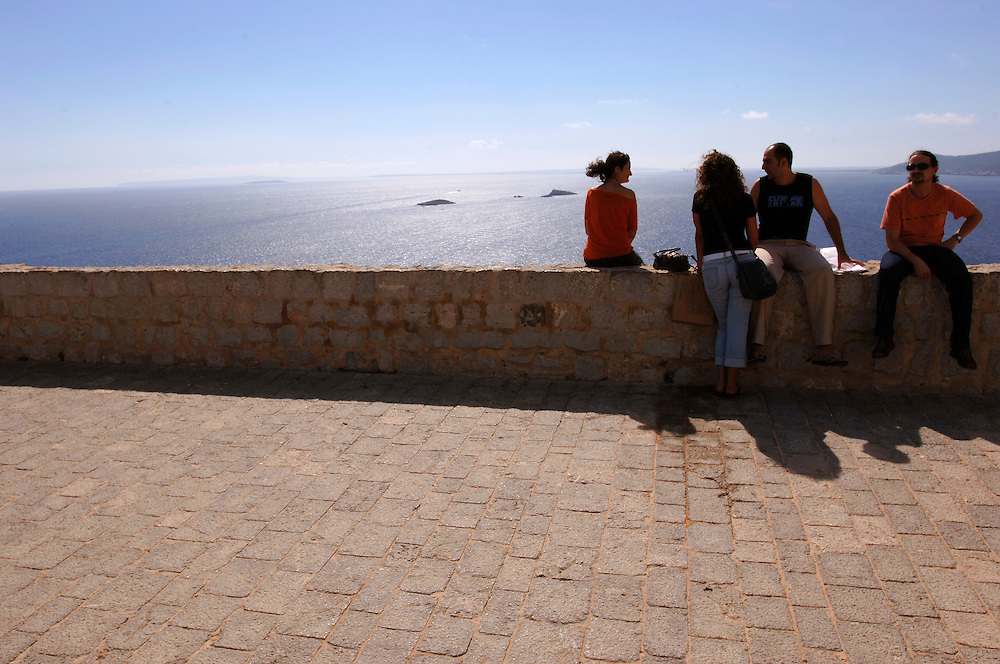 Spanien Ibiza Stadt Aussicht von der Altstadt Bucht  Meer Herbst Oktober  Urlaub Tourismus Insel Balearen Europa [Farbtechnik sRGB 34.49 MByte vorhanden]  Geography / Travel Europa Spanien Ibiza