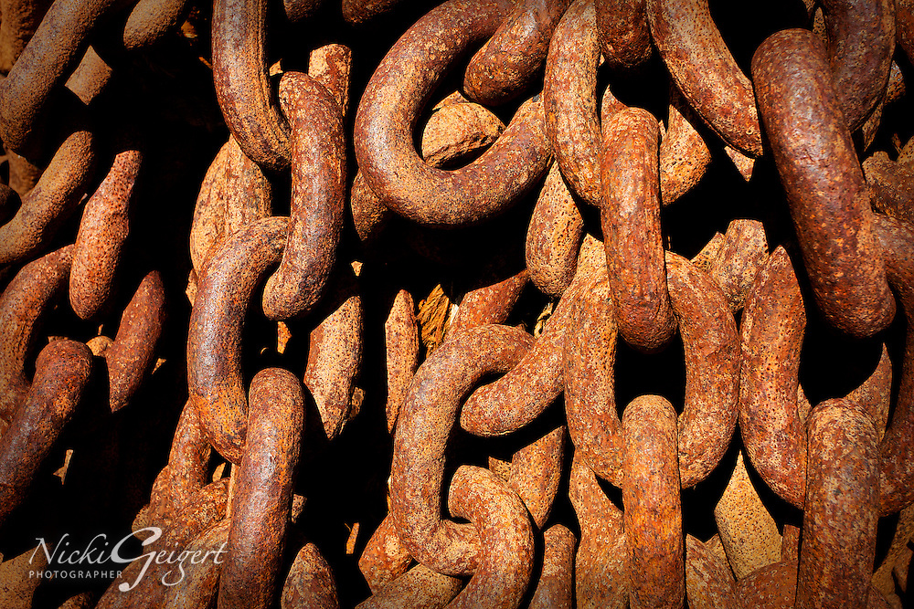 Architecture, rusty chains.<br /> MG3985