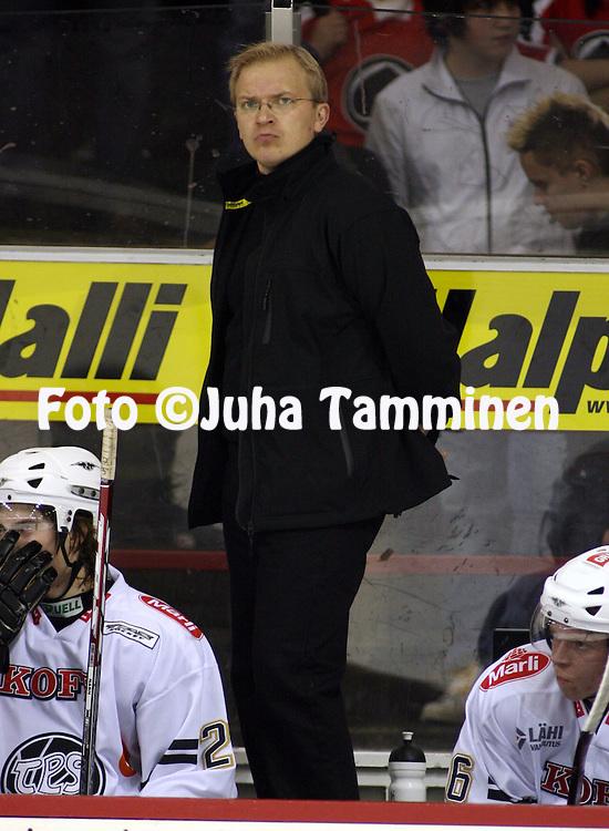 27.09.2008, Isom?en halli, Pori..J??kiekon SM-liiga 2008-09..?ss?t - TPS.Valmentaja Kalle Kaskinen - TPS.©Juha Tamminen.....ARK:k