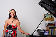 Mahani Teave es una de las pianistas más destacadas de Chile y ha ganado numerosos concursos internacionales de piano. Originaria de Rapa Nui, es la única persona de la isla que se ha dedicado a la música clásica. Debutó como pianista a la edad de nueve años, cuando acompañó al renombrado pianista chileno Roberto Bravo en una serie de giras de conciertos a lo largo de Chile y el extranjero. Desde entonces y hasta ahora, Mahani Teave ha desarrollado una exitosa carrera internacional. Santiago de Chile, 14-07-2014 (©Alvaro de la Fuente/Triple)